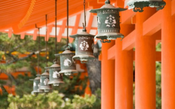 lanterns-at-the-heian-shrine